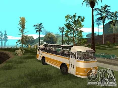 LAZ 695E para GTA San Andreas left