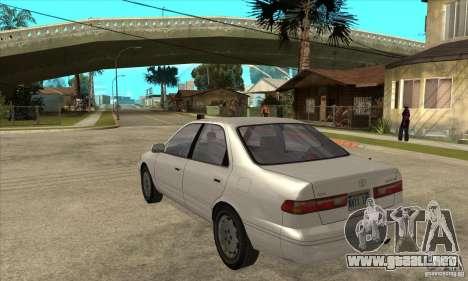 Toyota Camry 2.2 LE 1997 para GTA San Andreas vista posterior izquierda