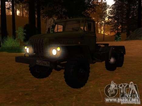 Ural-4420 tractor para GTA San Andreas