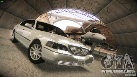 Lincoln Towncar 2010 para GTA San Andreas vista hacia atrás