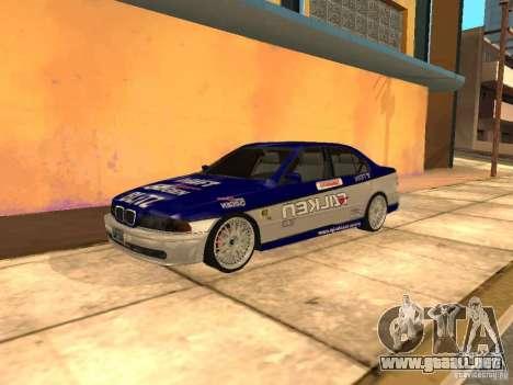 BMW 5-er E39 v2 para GTA San Andreas vista posterior izquierda