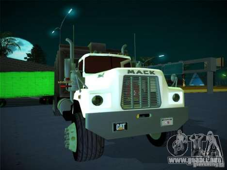 Mack R600 1982 para GTA San Andreas left