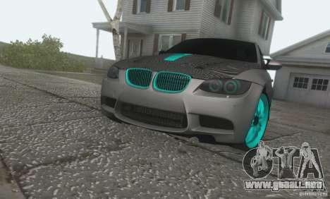 BMW M3 E92 Hellaflush v1.0 para GTA San Andreas vista posterior izquierda