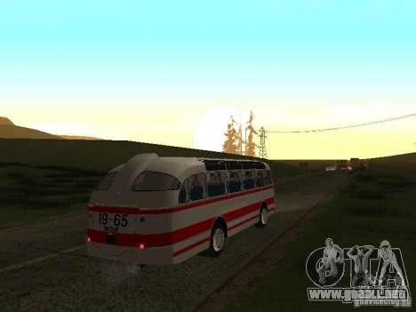 LAZ 697E turística para la visión correcta GTA San Andreas