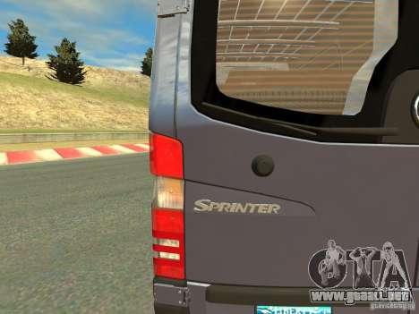 Mercedes-Benz Sprinter 2500 para GTA 4 vista hacia atrás