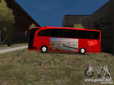 Mercedes Travego para GTA 4 left