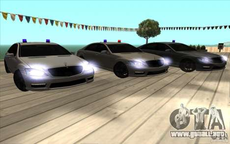 Mercedes-Benz S65 AMG con luces intermitentes para vista inferior GTA San Andreas
