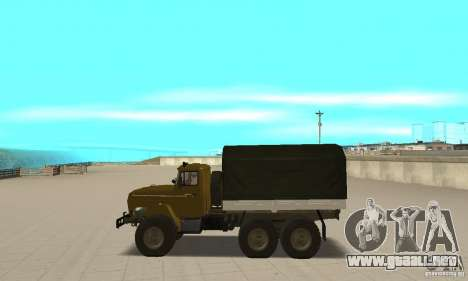 Ural 4320 para GTA San Andreas left