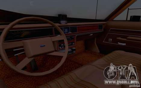 Ford Crown  Victoria LTD 1985 taxi para GTA San Andreas vista hacia atrás