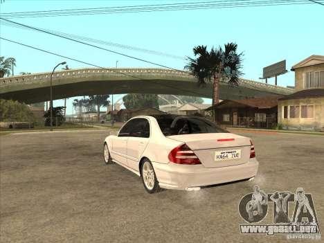 Mercedes-Benz E55 AMG para GTA San Andreas vista posterior izquierda