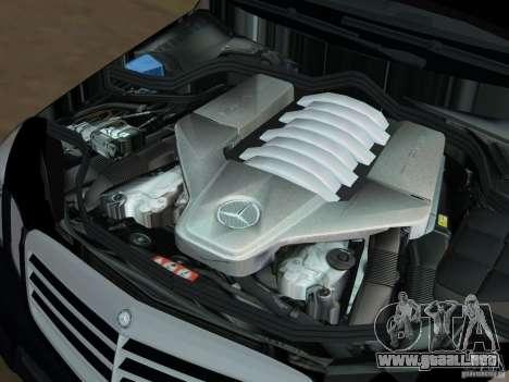 Mercedes-Benz E63 AMG para GTA Vice City vista desde abajo