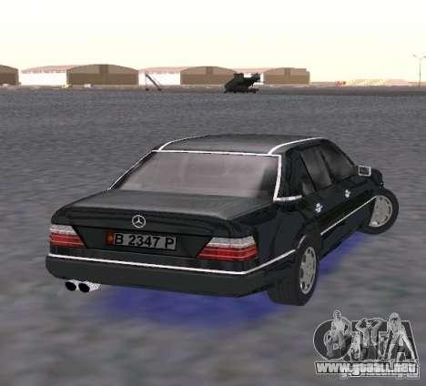 Mercedes-Benz 300E para GTA San Andreas vista posterior izquierda
