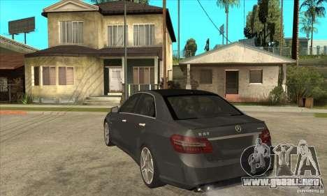 Mercedes-Benz E63 AMG 2010 para GTA San Andreas vista posterior izquierda
