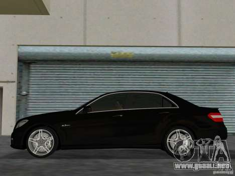Mercedes-Benz E63 AMG para GTA Vice City vista lateral izquierdo