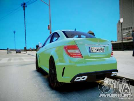 Mercedes-Benz C63 AMG Black Series 2012 v1.0 para GTA 4 vista lateral