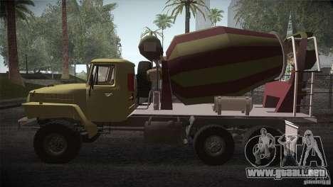 Ural 4320 hormigonera para GTA San Andreas left