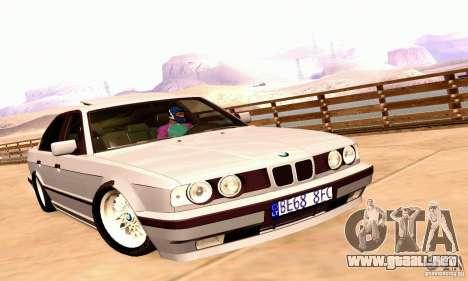BMW E34 525i para GTA San Andreas vista posterior izquierda