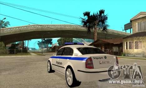 Skoda SuperB GEO Police para GTA San Andreas vista posterior izquierda