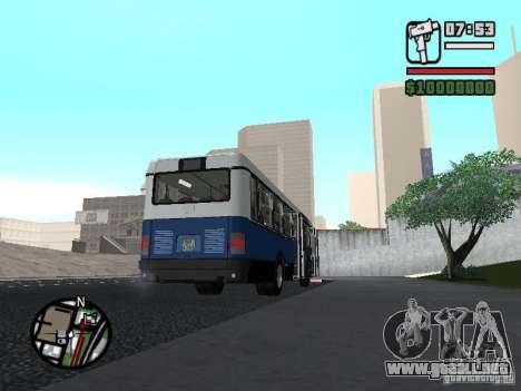 Ikarus 415.02 para GTA San Andreas left