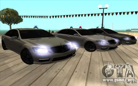Mercedes-Benz S65 AMG con luces intermitentes para la vista superior GTA San Andreas