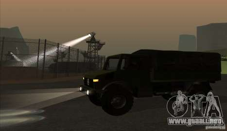Mercedes-Benz Unimog para GTA San Andreas left