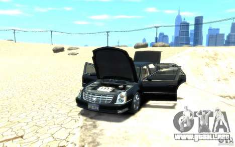 Cadillac DTS v 2.0 para GTA 4 vista hacia atrás