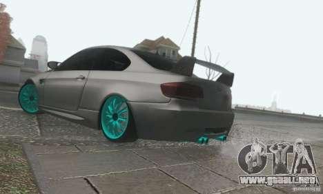 BMW M3 E92 Hellaflush v1.0 para GTA San Andreas vista hacia atrás