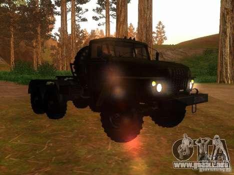 Ural-4420 tractor para GTA San Andreas vista hacia atrás