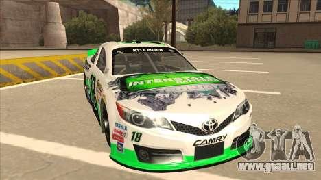 Toyota Camry NASCAR No. 18 Interstate Batteries para GTA San Andreas left