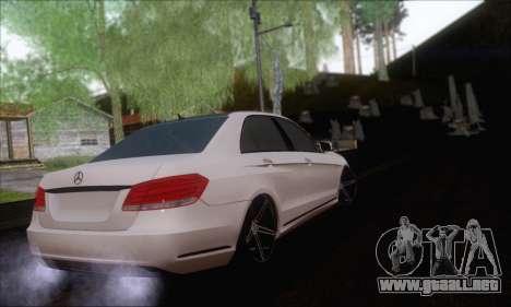 Mercedes-Benz W212 AMG para GTA San Andreas left