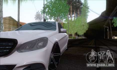 Mercedes-Benz W212 AMG para GTA San Andreas vista hacia atrás