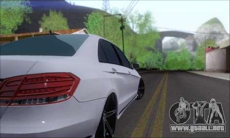 Mercedes-Benz W212 AMG para la visión correcta GTA San Andreas