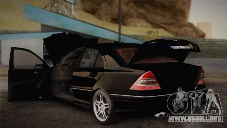 Mercedes-Benz C32 AMG 2004 para vista lateral GTA San Andreas