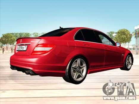 Mercedes-Benz C63 AMG HQLM para GTA San Andreas vista posterior izquierda