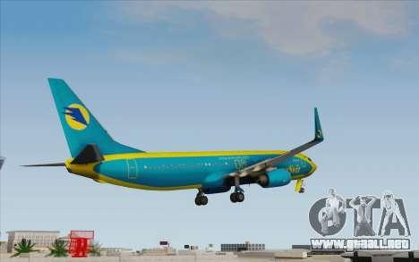 Boeing 737-800 AeroSvit Ukrainian Airlines para GTA San Andreas left
