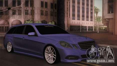 Mercedes-Benz W212 para GTA San Andreas vista posterior izquierda