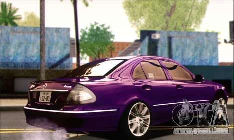 Mercedes-Benz E320 para GTA San Andreas left