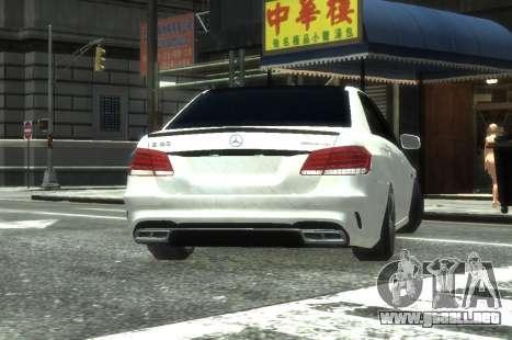 Mercedes-Benz E63 W212 AMG para GTA 4 vista hacia atrás