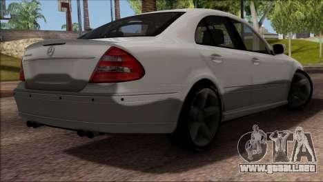 Mercedes-Benz E55 W211 AMG para visión interna GTA San Andreas