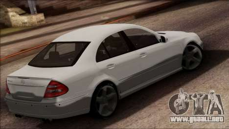 Mercedes-Benz E55 W211 AMG para GTA San Andreas left