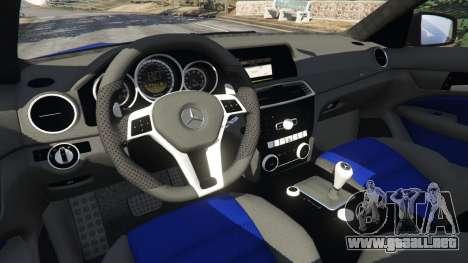GTA 5 Mercedes-Benz C63 AMG 2012 LCPD vista lateral derecha
