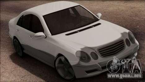 Mercedes-Benz E55 W211 AMG para GTA San Andreas vista posterior izquierda