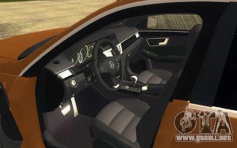 Mercedes Benz E63 AMG para GTA San Andreas vista posterior izquierda