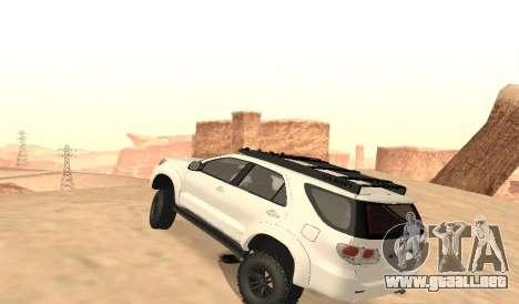 Toyota Fortuner 4WD 2015 Rustica para GTA San Andreas vista posterior izquierda