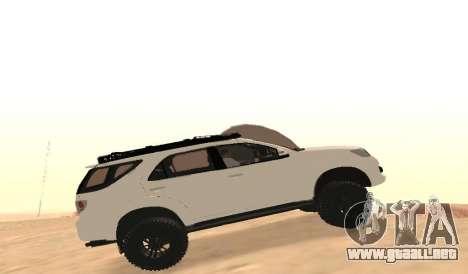 Toyota Fortuner 4WD 2015 Rustica para GTA San Andreas left