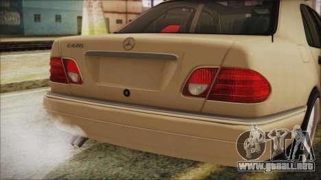 Mercedes-Benz E420 para GTA San Andreas vista hacia atrás