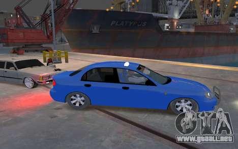 Daewoo Lanos Taxi para GTA 4 vista hacia atrás