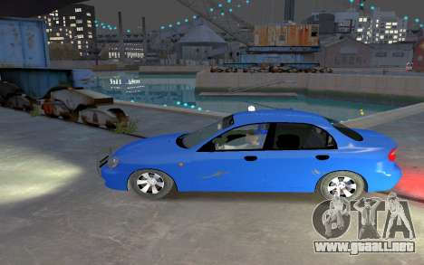 Daewoo Lanos Taxi para GTA 4 left