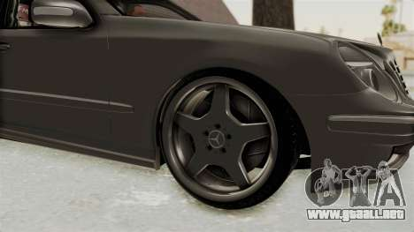 Mercedes-Benz E320 para GTA San Andreas vista hacia atrás