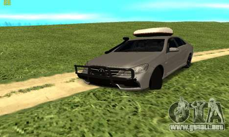 Mercedes Benz E63 AMG para GTA San Andreas vista hacia atrás